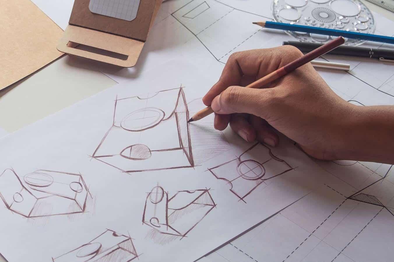 In der Entwurfsphase werden Ideen skizziert und verschiedene Ansätze verglichen.